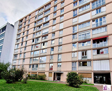 MONTROUGE - 3 PIECES de 52m²